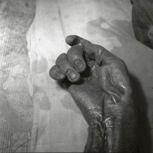 Grauballemandens velbevarede højre hånd.